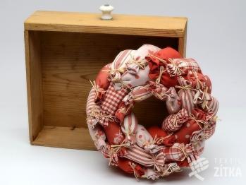 Věnec z pytlíčků - červená