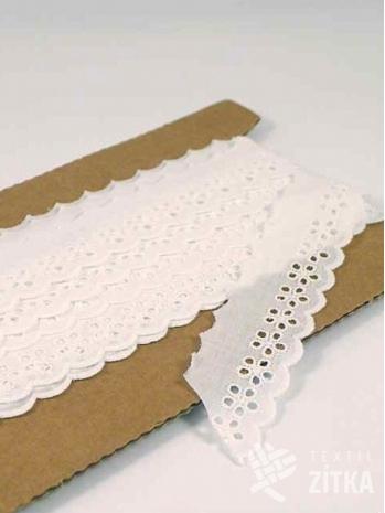 Vyšívaná krajka madeira bílá 28 mm