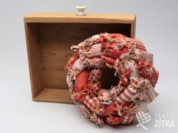 Věnec z pytlíčků vánoční - červená