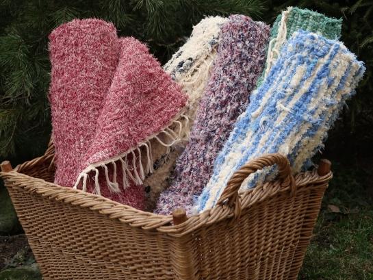 Barevné ručně tkané koberce
